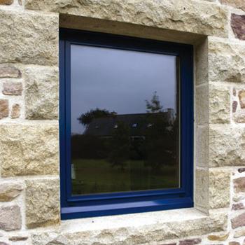 Ce qu'il faut savoir avant d'acheter une fenêtre aluminium bleue