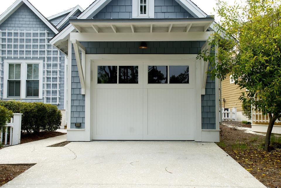 Peut on remplacer une porte de garage par une baie vitr e coulissante blog de orion menuiserie - Remplacer une porte de garage ...