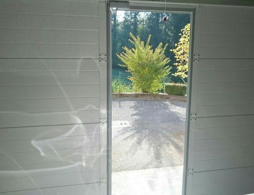 Où acheter une porte de garage sectionnelle sur mesure avec portillon ?