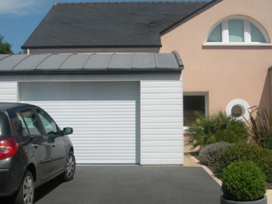 porte de garage à enroulement motorisée