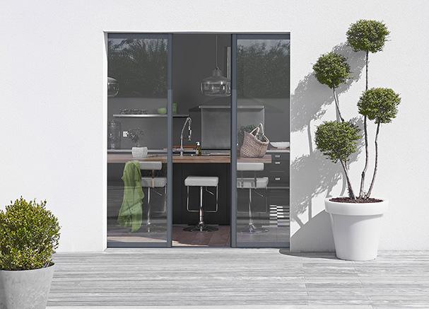 la baie vitrée à galandage à deux vantaux