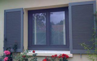 fenêtre PVC gris anthracite