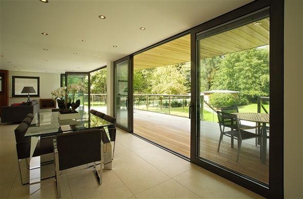 Une baie vitrée pour une grande ouverture