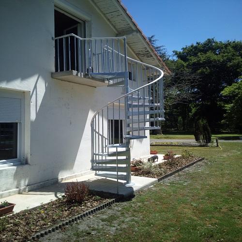 L'escalier extérieur : design et solide