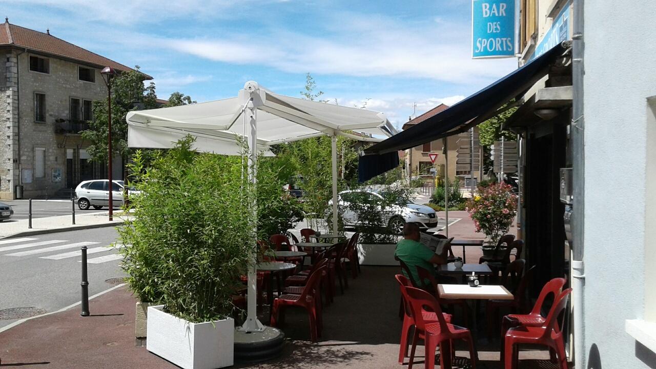 Un store double pente pour une terrasse de restaurant