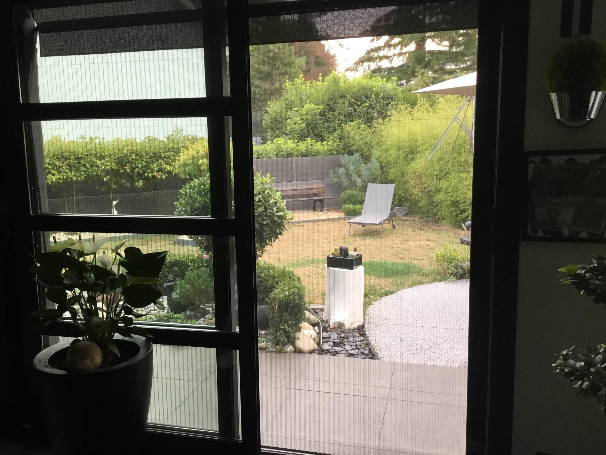 Zoom sur la moustiquaire pour porte-fenêtre